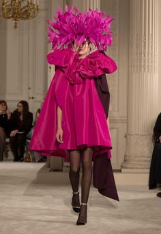 The Haute Couture Spring/Summer 2018 Collection by Pierpaolo Piccioli contemplates day time with chinos and trench ensembles, made of pieces assembled duri