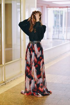 Fashion blogger @majawyhblog wearing the Matthew Williamson palm print silk maxi skirt #ohMW