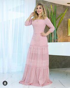 Look perfeito ❤️ #usemená #modafeminina Skirt Fashion, Hijab Fashion, Fashion Dresses, African Attire, African Dress, Baby Frocks Designs, Evening Dresses, Summer Dresses, Light Dress