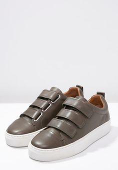 Sneakers laag Whistles AITH - Sneakers laag - khaki khaki: € 164,95 Bij Zalando (op 8-4-16). Gratis bezorging & retournering, snelle levering en veilig betalen!