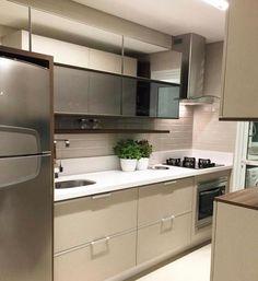 Daquelas cozinhas lindas e compactas {} Espaço super bem aproveitado com gavetões e basculantes Inspiração via @_homeidea