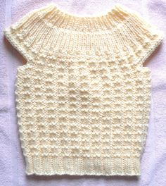Shower the baby in your life with love when you make them this Simple Seamless Sweater. This adorable DIY sweater uses rib stitches and broken rib stitches to create a cute classic sweater for your favorite toddler. Baby Sweater Knitting Pattern, Baby Knitting Patterns, Baby Patterns, Clothes Patterns, Knitted Baby Clothes, Crochet Clothes, Baby Knits, Knitted Bags, Knitting For Kids