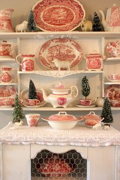 Red Transferware at Christmas is as perfect as Red and White Candy Canes. You don't need much else for a lovely holiday display. ~ Mary Walds Place - Aiken House & Gardens: Red and White Transferware at Christmas Vintage Dishes, Vintage China, Vintage Plates, Antique Dishes, Vintage Dinnerware, Vintage Decor, Vintage Items, Christmas Tablescapes, Christmas Decorations