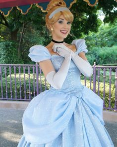Cinderella Blue Dress, Cinderella Disney, Disney Dream, Disney Love, Disney Princess Cosplay, Cinderella Cosplay, Disney Princess Dresses, Robes Disney, Disney Costumes