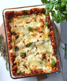 Lasagne Bolognese met gehakt & bechamelsaus   Recept   Betty's Kitchen Lasagne Bolognese, Keto Bread, Italian Recipes, Spaghetti, Food And Drink, Ethnic Recipes, Kitchen, Quiche, Salads
