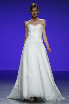 Robes de mariée Cymbeline 2016 : Quand avant-garde et tradition se lient à la perfection Image: 23