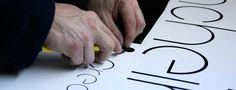 Desarrollo de producción gráfica y decoración para vehículo corporativo de Agencia Pincheira Plastic Cutting Board