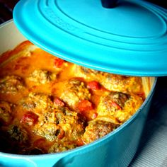 Manila Spoon: Frikadelles - South African Braised Meatballs - delicious spices and chutney plus a creamy tomato-coconut curry sauce give these giant meatballs exceptional flavor! South African Dishes, South African Recipes, Ethnic Recipes, Africa Recipes, Meatball Recipes, Steak Recipes, Cooking Recipes, Braai Recipes, Cooking Beef