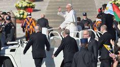 1° parcours en papamobile! Messe de début du pontificat, 19 mars 2013...