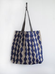 love the striped effect with geometric shapes #bag #lottajansdotter $76