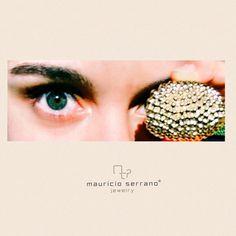 Siempre hemos querido ver nuestras joyas a través de otros ojos. #CompartoUnaVeradaderaJoya. Gracias @pilaramirezdiaz por esta magnifica foto de nuestro anillo Molécula. #ShareATrueJewel.    MauricioSerrano.com