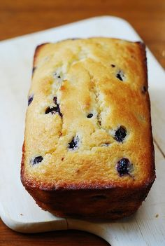 Lemon blueberry bread made with freshly squeezed lemon juice, lemon zest and baked to perfection! This easy Lemon blueberry bread makes a great sweet breakfast! It's an easy bread recipe - takes about 15 minutes Quick Bread Recipes, Sweet Recipes, Baking Recipes, Yummy Recipes, Cookie Recipes, Yummy Food, Fruit Recipes, Dessert Recipes, Desserts