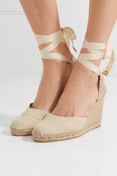 Castaner Carina 80 Canvas Wedge Espadrilles in Green Castaner Espadrilles, Kenneth Jay Lane, Jute, Rixo London, Floaty Dress, Short En Jean, Casual Skirt Outfits, Rush Outfits, Summer Outfits