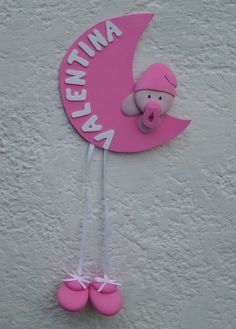 hacer regalos personalizados para el bebe en pinterest - Buscar con Google Felt Name Banner, Rakhi Design, Pink Day, Baby Shawer, Welcome Baby, Newborn Pictures, Diy Frame, Baby Crafts, Diy Craft Projects