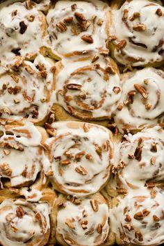 Overnight Pecan Cinnamon Rolls with Maple Cream Cheese Glaze Overnight Cinnamon Rolls, Pecan Cinnamon Rolls, Pecan Rolls, Breakfast Recipes, Snack Recipes, Dessert Recipes, Breakfast Pastries, Breakfast Club, Breakfast Ideas