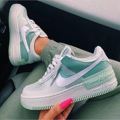 Jordan Shoes Girls, Girls Shoes, Shoes Women, Shoes For Teens, Shoes For School, Souliers Nike, Nike Shoes Air Force, Nike Air Force 1 Outfit, Air Force Jordans