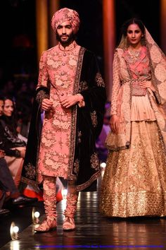 File:In SabyaSachi Mukherji's designs at Lakme Fashion Week Grand Finale, by Sou Boyy, Sourendra Kumar Das..jpg