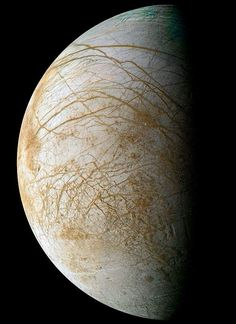 Complex and beautiful patterns adorn the icy surface of Jupiter's moon Europa, by NASA's Galileo spacecraft in 1995 and 1998 Earth And Space, Cosmos, Carl Sagan, Jupiter's Moon Europa, Nasa, Jupiter Moons, Planets And Moons, Interstellar, Nebulas
