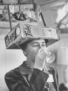 23 Eye-Opening Historical Photos – We get acquainted with the past through black-and-white photos that often turn out to be more distinctive than we were… Crazy Hat Day, Crazy Hats, Silly Hats, Funny Hats, Vintage Photographs, Vintage Photos, Art Graphique, Weird And Wonderful, Historical Photos