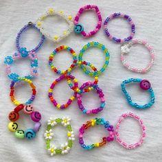 Funky Jewelry, Cute Jewelry, Handmade Jewelry, Diy Jewelry Projects, Jewelry Crafts, Preppy Bracelets, Pulseras Kandi, Diy Beaded Rings, Diy Friendship Bracelets Patterns