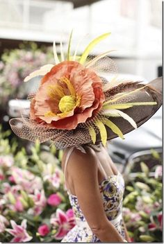 Kentucky Derby Fashion, Kentucky Derby Hats, Louisville Kentucky, Chapeaux Pour Kentucky Derby, Derby Day, Derby Time, Run For The Roses, Crazy Hats, Fancy Hats