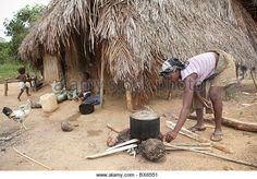 A woman cooks using firewood in Kakata, Liberia, West Africa. - Stock Image