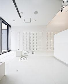 - nine hours capsule hotel - Kyoto by Stephane Groleau, via Behance Lobby Interior, Office Interior Design, Interior Design Inspiration, Interior Architecture, Space Interiors, Office Interiors, Capsule Hotel Kyoto, Apartment Mailboxes, Office Lockers