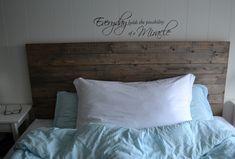 Etter å ha brukt timar på å leite etter inspirasjon til ein enkel, fin og heimelaga sengegavl, va. Bed Pillows, Pillow Cases, Master Bedroom, Inspiration, Home, Rustic Furniture, Blogging, Pillows, Master Suite