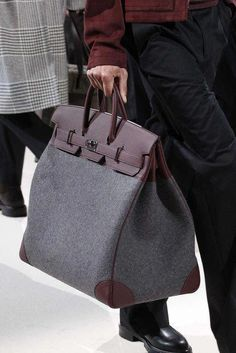 Find tips and tricks, amazing ideas for Hermes handbags. Discover and try out new things about Hermes handbags site Hermes Men, Hermes Bags, Hermes Handbags, Kate Spade Handbags, Handbags Michael Kors, 2017 Handbags, Brown Handbags, Cheap Handbags, Hermes Store