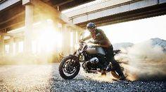 BMW Motorrad präsentiert die neue R nineT Scrambler! Mit moderner Technik, klassischem Design und weitreichenden Customizing-Optionen ist die R nineT Scrambler die Verkörperung von PURE RIDING. Jetzt erleben!