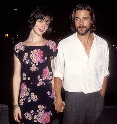 Brad Pitt & Juliette Lewis - dated seriously after she was engaged to Johnny Depp.Like her or not Juliette has game. Mtv Movie Awards, Gwyneth Paltrow, Jennifer Aniston, Brad Pitt Birthday, Looks Con Shorts, Thelma Et Louise, Robin Givens, Back In The 90s, 90s Outfit