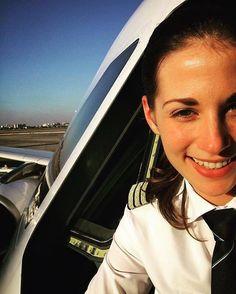 Picture is worth a thousand words. Flight Pilot, Pilot Uniform, Commercial Pilot, Airline Pilot, Female Pilot, Aviators Women, Best Flights, Brave Women, Civil Aviation