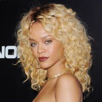 Blonde Curly Hairstyles for Women In 2020 Rihanna S Most Iconic Blonde Curly Hair Wig for Black Women 2019 Curly Hair Styles, Hair Styles 2014, Natural Hair Styles, Natural Curls, Rihanna Blonde Hair, Blonde Curly Hair, Short Blonde, Rihanna Hairstyles, Cool Hairstyles
