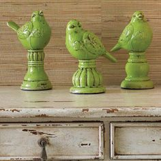 three little birds Tweety, Bird Statues, Paper Birds, Shabby Chic Crafts, Glass Birds, Little Birds, Bird Art, Bird Feathers, Shades Of Green