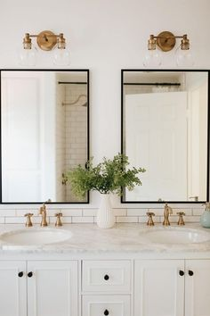 Cheap Home Decor I love this black white and gold bathroom design. - M Loves M Home Decor I love this black white and gold bathroom design. - M Loves M M Loves M Bathroom Inspo, Bathroom Inspiration, Dyi Bathroom, Bathroom Cleaning, Mirror Bathroom, Bathroom Layout, Bathroom Hardware, Bathroom Renos, Bathroom Vanities