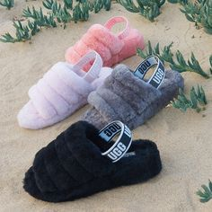 Whether you're in the comfort of your home or out on the town, the Fluff Yeah slide slippers from UGG get you style and comfort that's out of this world! Ugg Sandals, Ugg Shoes, Shoe Boots, Girls Ugg Boots, Girls Shoes, Cute Uggs, Fluffy Shoes, Cute Slippers, Crocheted Slippers