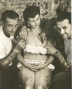 We all know that tattoos are nothing new. They've been around since the dawn of time.in fact we know that tattoos were used back in the neolithic period in the or millenium b. But in Europe, tattoos were really established in more. Retro Tattoos, Modern Tattoos, Old Tattoos, Vintage Tattoos, Antique Tattoo, Victorian Tattoo, Vintage Photographs, Vintage Images, Vintage Pictures