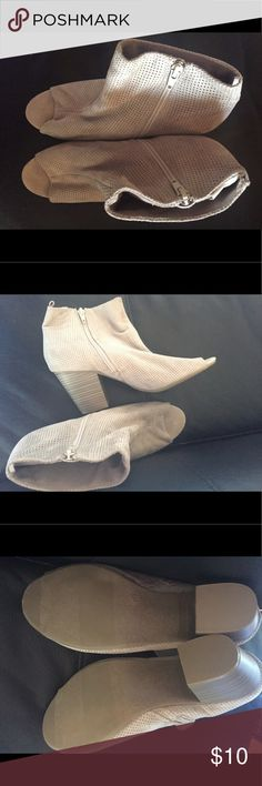 Women's booties ⭐️❗️BUNDLE for special price ❗️⭐️ Old Navy Shoes Heels