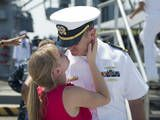 Sailor Says Goodbye to His Wife Prior to Deployment Fotografie-Druck