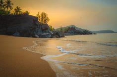 Dawn at a secluded beach in Gokarna India [OC] [4298x3264]