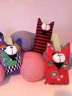 to ] Great to own a Ray-Ban sunglasses as summer gift.Fashion and Vintage styles. Pillow Pals, Cat Pillow, Sewing Toys, Sewing Crafts, Sewing Projects, Cat Crafts, Diy And Crafts, Zombie Dolls, Sock Toys