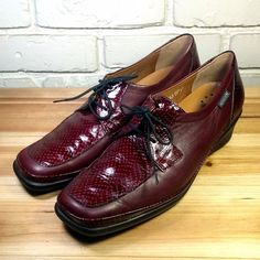 MEPHISTO Women's Shoes ~ Red Leather Croco Accent Low Wedge Oxfords ~ US 8.5 M #Mephisto #Oxfords