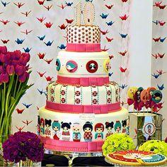 Bolo verdadeira obra de arte, modelo temático Kokeshi. Rico em detalhes com acabamento impecável, para aniversário de 10 anos, idealização do bolo, decoração e produção do evento feito pela Paula Carrieri. Quer bolos e doces especiais, visite os links www.simoneamaral.com - www.instagram.com/simoneamaralofficial - www.fb.com/simoneamaralpatisserie - www.simoneamaralsweets.blogspot.com.br