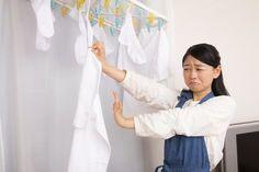 洗濯物の生乾きの匂いって本当に嫌ですよね。せっかく乾いても臭いと着る気もなくなってしまいます。その原因ってもしかして雑菌のせいかも?今回は『洗濯物が臭う原因と対策(防止法)』を紹介します! Coat, Healthy, Sewing Coat, Peacoats, Health, Coats, Jacket