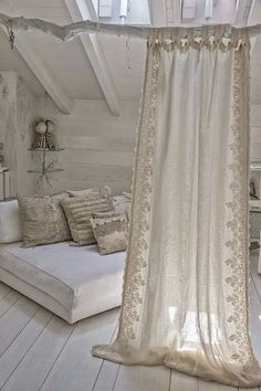 Shabby Chic Interior Design Ideas For Your Home Shabby Chic Interiors, Shabby Chic Decor, Cortinas Boho, Diy Curtains, Cottage Curtains, Bohemian Curtains, Bohemian Bedrooms, Shabby Chic Curtains, White Curtains
