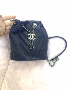 Find Picture, Bucket Bag, Bags, Fashion, Handbags, Moda, Fashion Styles, Fashion Illustrations, Bag