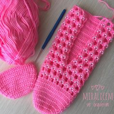 # handmade # crochet # kniting # booties # beads for static making; - knitting and crafts Crochet Backpack Pattern, Crochet Shoes Pattern, Crochet Boots, Crochet Baby Booties, Crochet Slippers, Knitting Designs, Knitting Patterns, Crochet Patterns, Crochet Ripple
