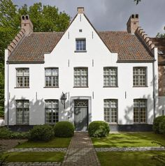 Bouwfirma Vlassak-Verhulst is gespecialiseerd in exclusieve villabouw waarbij elk project met grondige kennis van zaken wordt uitgevoerd.