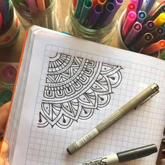 Easter drawings Handicraft Making - Ideas for indoor craft hobbies to do alone at home Mandala Doodle, Mandala Art, Easy Mandala Drawing, Simple Mandala, Mandala Painting, Easter Drawings, Doodle Drawings, Doodle Art, Halloween Drawings
