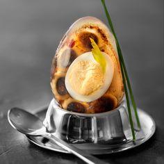 Découvrez la recette Œuf de caille et penne à la tapenade en gelée de céleri sur cuisineactuelle.fr.